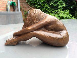 sculpture detendue mae keeng